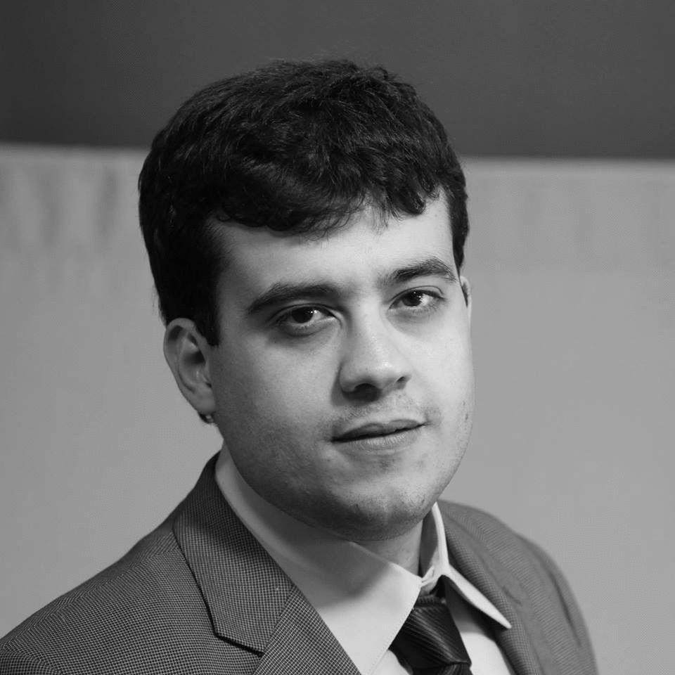 عمر صقر  Headshot