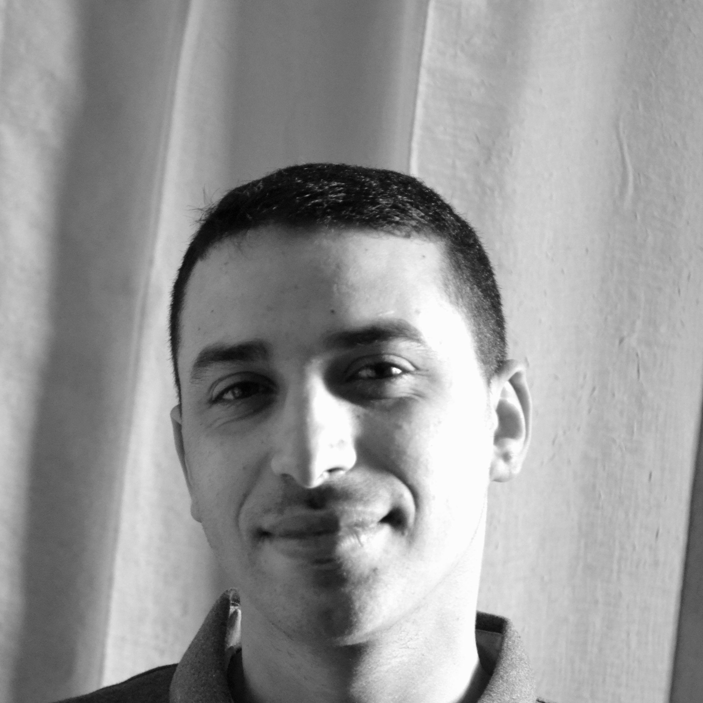 عبد الحميد أبوزرة Headshot