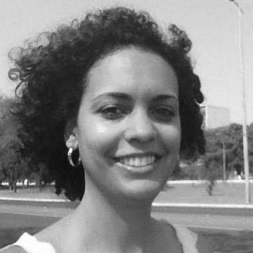 Adriana Caitano Headshot