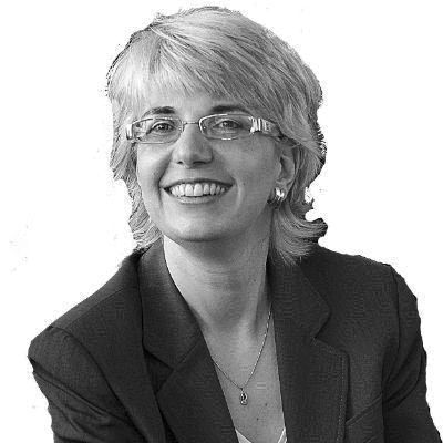 Dr. Alexandra Hildebrandt Headshot