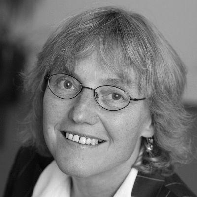 Dr. Angelika Claußen Headshot