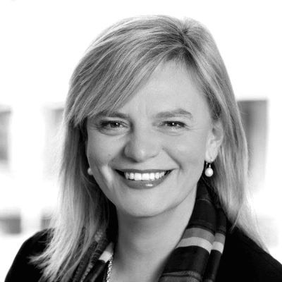 Angelika Huber-Straßer Headshot