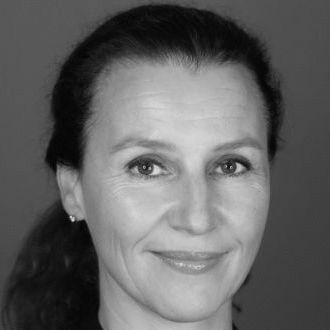 Dr. Angelika Weinländer-Mölders Headshot