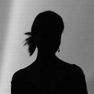 Anna Lesch Headshot