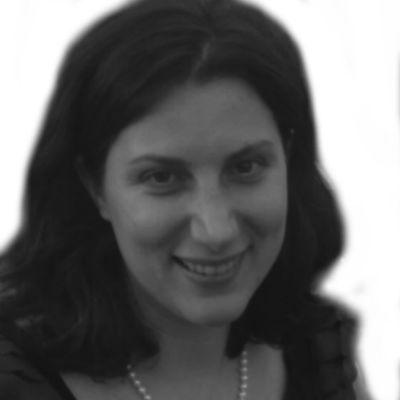 Anna Sandler Headshot