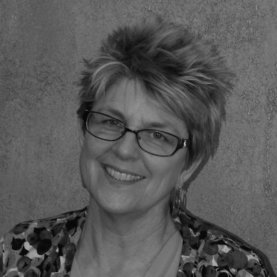 Anne Dilenschneider Headshot