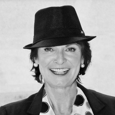 Anne M. Schüller Headshot