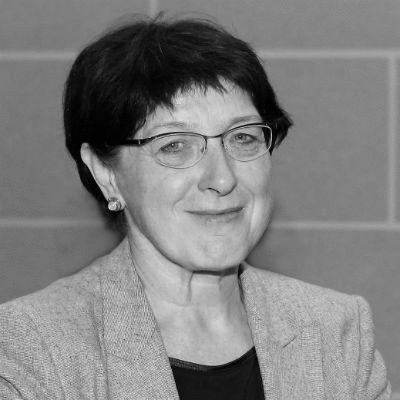 Anne Schilling Headshot