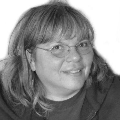 Annette Traks Headshot
