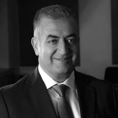 عاصم منصور  Headshot