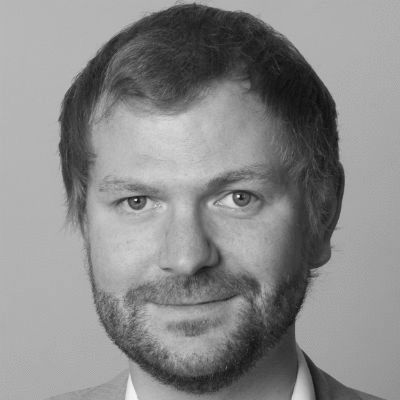 Dr. Benjamin Schraven Headshot