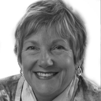 Carol E Wyer Headshot