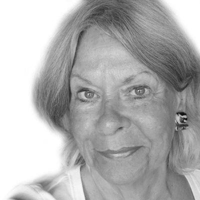 Carole Travis Headshot