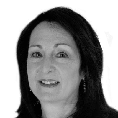 Carolyn Reinach Wolf Headshot