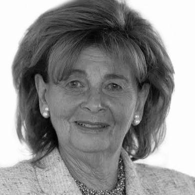 Dr. Charlotte Knobloch Headshot