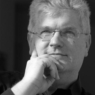 Prof. Christian Scholz Headshot