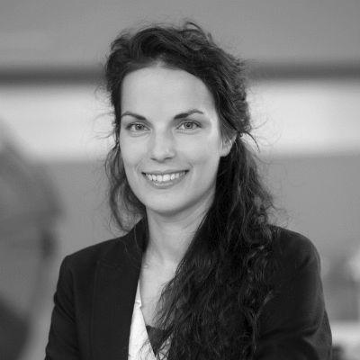Dr. Clara Herdeanu Headshot