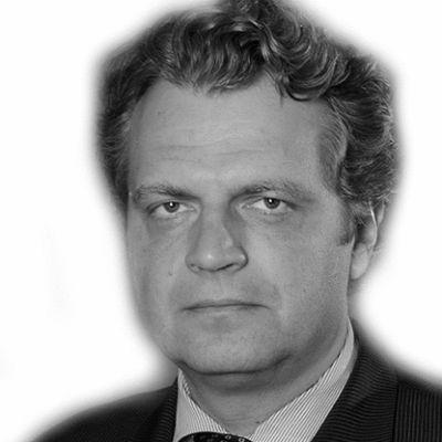 Daniel Diermeier Headshot