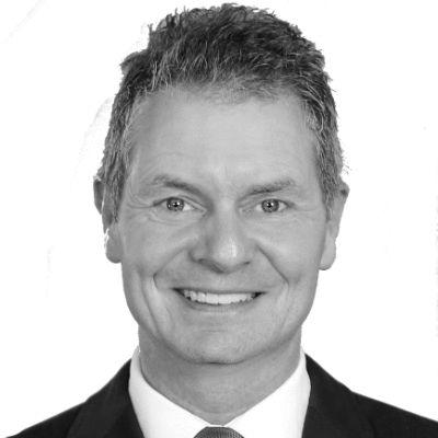 Dirk Kreuter Headshot