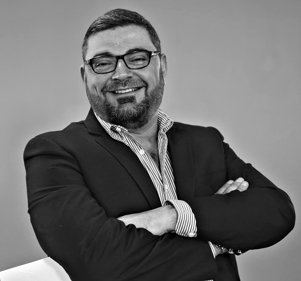 د.أحمد خيري العمري Headshot