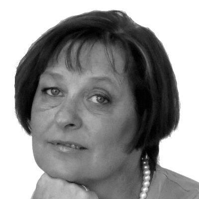 Elisabeth Schinagl Headshot