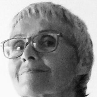 Elisabeth Zacharia Headshot