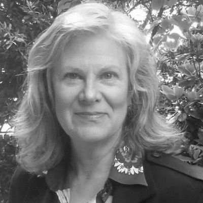 Elizabeth Debold Headshot