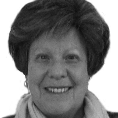 Ellen Schloemer Headshot