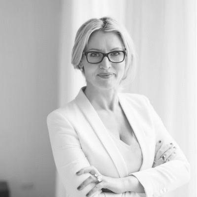 Eve Büchner Headshot