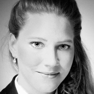 Dr. Gabriele Buchholtz Headshot