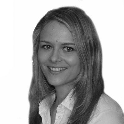 Gina Louisa Metzler Headshot