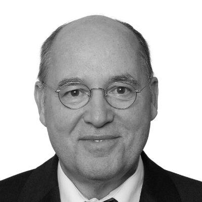 Gregor Gysi Headshot