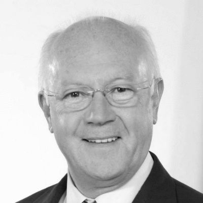 Dr. Hans-Peter Uhl Headshot