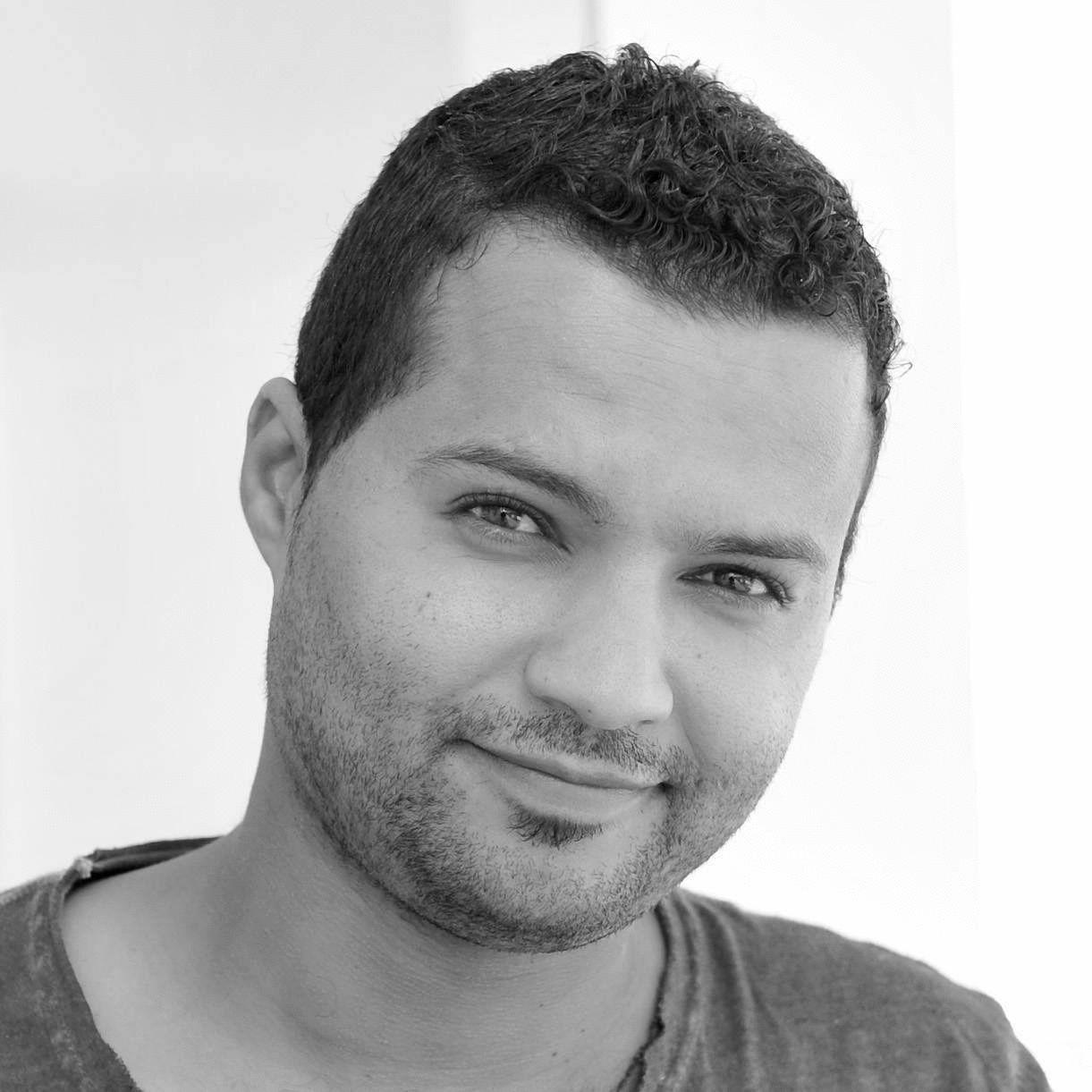 إسماعيل عزام Headshot