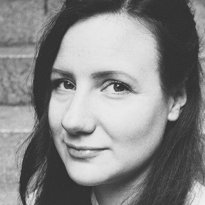 Jana Seelig Headshot