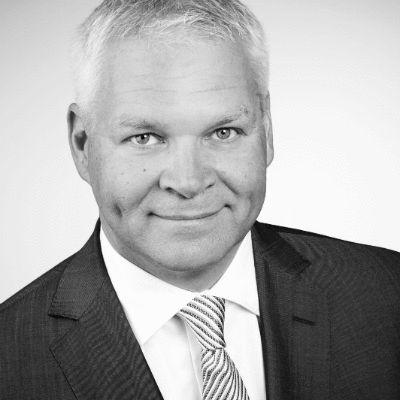 Jens Brauer Headshot