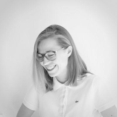 Joana Lazarova Headshot
