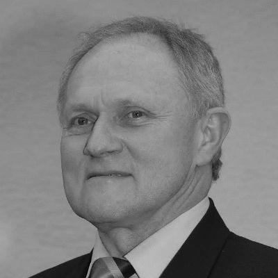 Josef Kraus Headshot