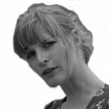 Julia Oelmayer Headshot