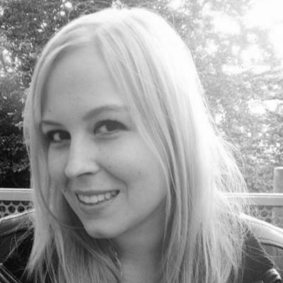 Julia Schiem Headshot