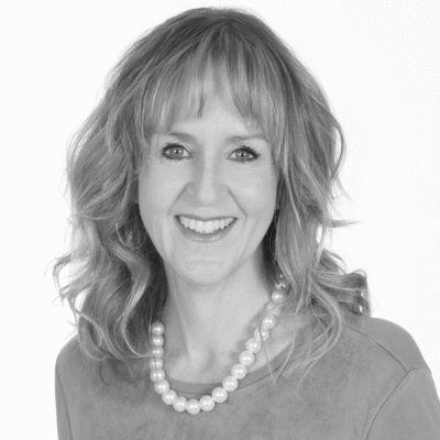 Julie Blais Comeau Headshot