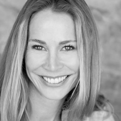 Kathleen Kinmont Headshot