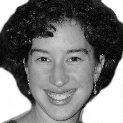 Kelly Nicholls Headshot