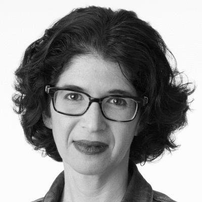 Leora Tanenbaum Headshot