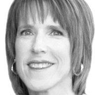 Linda Robertson Headshot