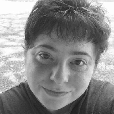 Liza Walter-Larregui Headshot