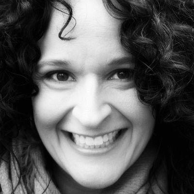 Lori Ferraro Headshot