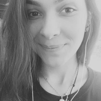 Luciana Gontijo Headshot