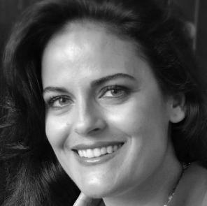 Maria Lianos-Carbone Headshot