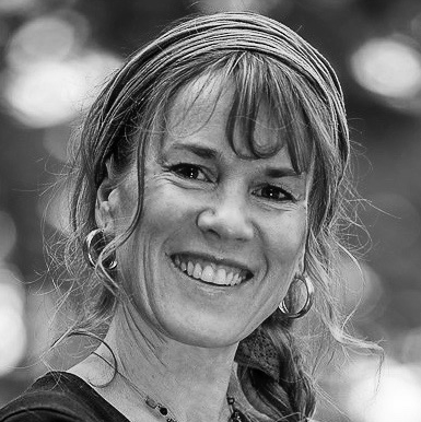 Miriam Mason Martineau Headshot